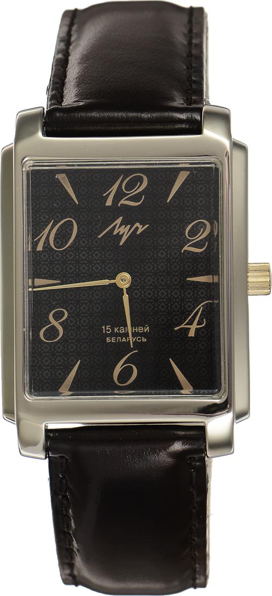 Часы наручные мужские Луч, цвет: золотой, черный. 337297077337297077Элегантные часы Луч выполнены из металлического сплава и органического стекла. Прямоугольный корпус часов имеет покрытие из нитрида циркония, циферблат оформлен символикой бренда. Механические часы с 15 рубиновыми камнями и противоударным устройством оси баланса дополнены ремешком из натуральной кожи с лаковым покрытием. Часы застегиваются на практичную пряжку. Изделие поставляется в фирменной упаковке. Часы Луч подчеркнут отменное чувство стиля у их обладателя.