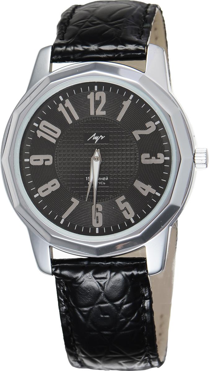 Часы наручные мужские Луч, цвет: серебряный, черный. 78161398INT-06501Стильные часы Луч выполнены из металлического сплава и силикатного стекла. Корпус по кругу оформлен гранями и имеет покрытие из хрома, которое обладает особой стойкостью к стиранию. Циферблат оформлен символикой бренда.Механические часы с 15 рубиновыми камнями и противоударным устройством оси баланса дополнены ремешком из натуральной кожи с декоративным тиснением, который застегивается на практичную пряжку. На стрелки нанесен светящийся состав.Часы поставляются в фирменной упаковке.Часы Луч подчеркнут отменное чувство стиля их обладателя.