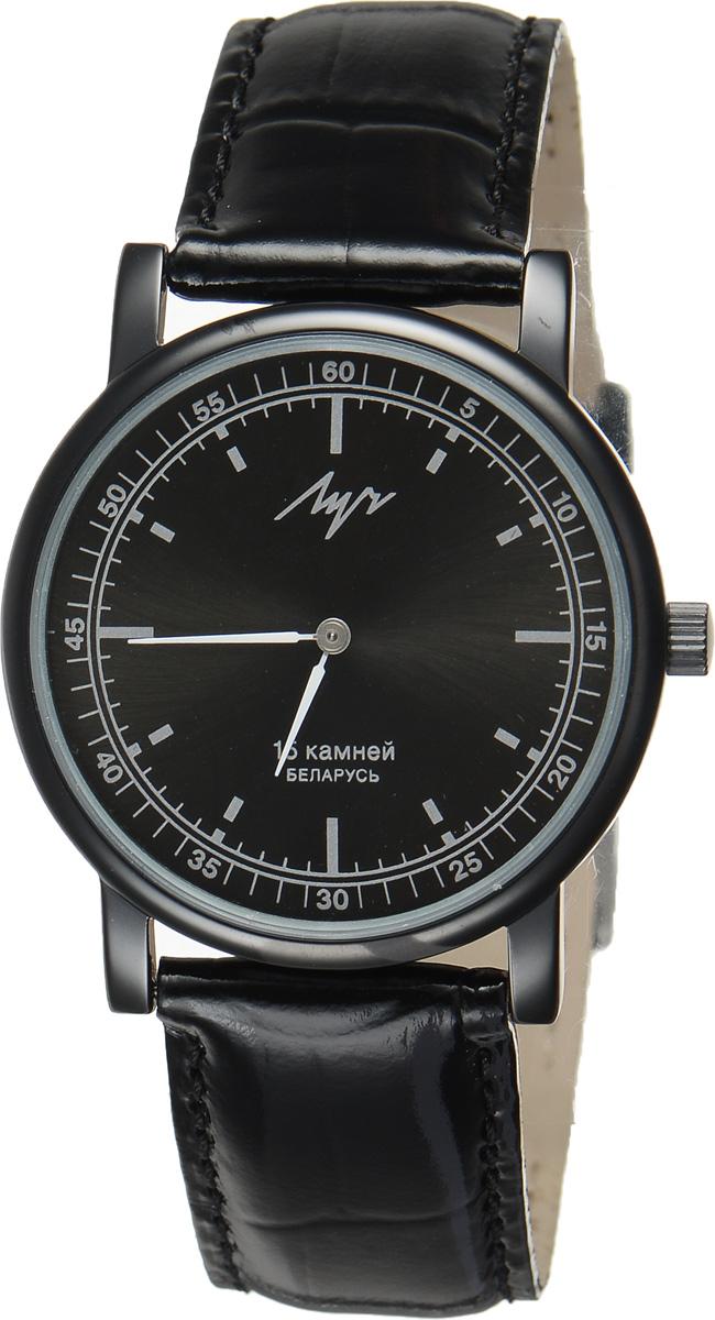 Часы наручные мужские Луч, цвет: черный. 738759462738759462Стильные часы Луч выполнены из металлического сплава и силикатного стекла. Круглый корпус часов имеет алмазоподобное напыление, циферблат оформлен символикой бренда. Механические часы с 15 рубиновыми камнями и противоударным устройством оси баланса дополнены ремешком из натуральной кожи с лаковым покрытием и декоративным тиснением, который застегивается на практичную пряжку. Часы Луч подчеркнут мужской характер и отменное чувство стиля их обладателя.