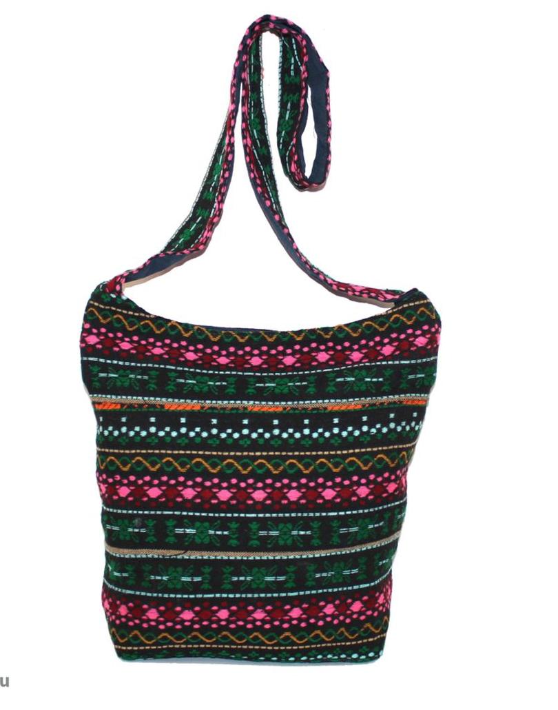 Сумка женская Ethnica, цвет: мультиколор. 195250195250Женская сумка Ethnica изготовлена из текстиля. Дополнена модель широкой удобной лямкой и оформлена интересным принтом. Застегивается изделие на застежку-молнию.