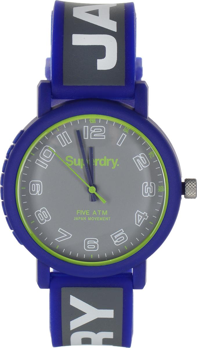 Часы наручные Superdry Urban, цвет: синий, серый. SYG196ESYG196EСтильные часы Superdry Urban выполнены из нержавеющей стали, пластика и хезалитового стекла. Циферблат оформлен символикой бренда. Корпус изделия имеет степень влагозащиты 5 Bar, оснащен кварцевым механизмом и дополнен устойчивым к царапинам хезалитовым стеклом. Ремешок современного дизайна выполнен из силикона и оснащен пряжкой, которая позволит с легкостью снимать и надевать изделие. Часы поставляются в фирменной упаковке. Часы Superdry Urban подчеркнут отменное чувство стиля у их обладателя.