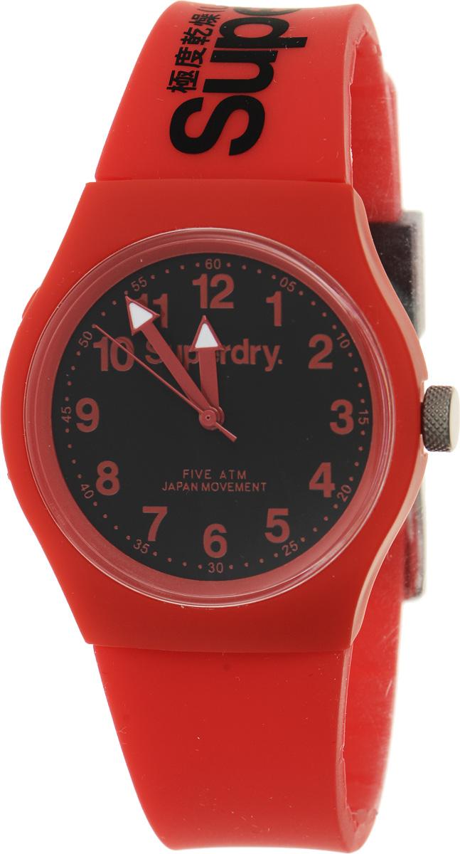 Часы наручные Superdry Urban, цвет: красный. SYG164RBSYG164RBСтильные часы Superdry Urban выполнены из нержавеющей стали, пластика и хезалитового стекла. Циферблат оформлен символикой бренда. Корпус изделия имеет степень влагозащиты 5 Bar, оснащен кварцевым механизмом и дополнен устойчивым к царапинам хезалитовым стеклом. Ремешок современного дизайна выполнен из силикона и оснащен пряжкой, которая позволит с легкостью снимать и надевать изделие. Часы поставляются в фирменной упаковке. Часы Superdry Urban сочетают в себе американский винтаж, японскую эстетику и традиционный британский стиль, тем самым прекрасно дополнят образ.