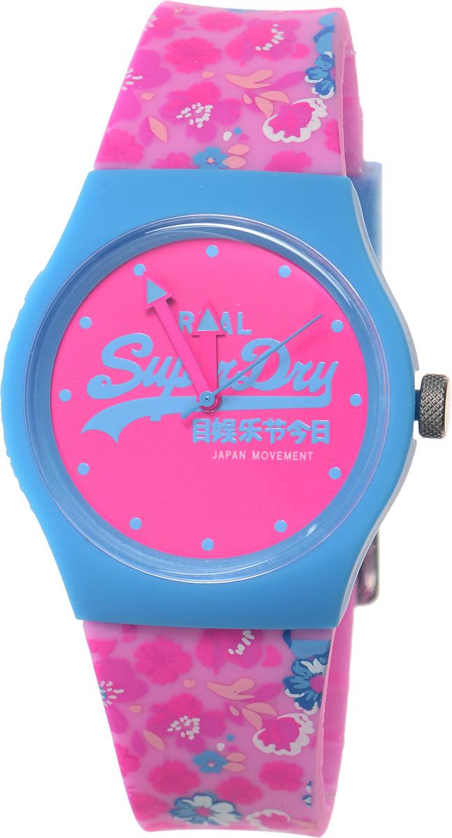 Часы наручные Superdry Urban, цвет: голубой, розовый. SYL169UPSYL169UPСтильные часы Superdry Urban выполнены из пластика и хезалитового стекла. Циферблат и корпус оформлены символикой бренда, на ремешке оригинальный цветочный принт. Корпус изделия оснащен кварцевым механизмом и дополнен устойчивым к царапинам хезалитовым стеклом. Ремешок современного дизайна выполнен из силикона и оснащен пряжкой, которая позволит с легкостью снимать и надевать изделие. Часы поставляются в фирменной упаковке. Часы Superdry Urban сочетают в себе американский винтаж, японскую эстетику и традиционный британский стиль, тем самым прекрасно дополнят образ.