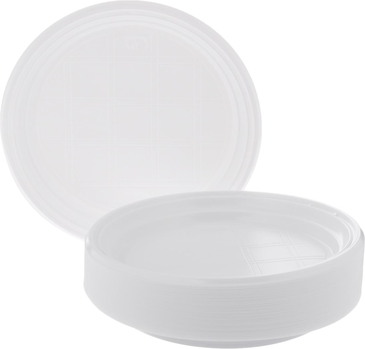 Набор одноразовых тарелок Стиролпласт, диаметр 20,5 см, 100 штукПОС08188Набор Стиролпласт состоит из 100 круглых тарелок, выполненных из полистирола и предназначенных для одноразового использования. Подходят для пищевых продуктов. Одноразовые тарелки будут незаменимы при поездках на природу, пикниках и других мероприятиях. Они не займут много места, легки и самое главное - после использования их не надо мыть. Диаметр тарелки: 20,5 см. Высота тарелки: 2 см.
