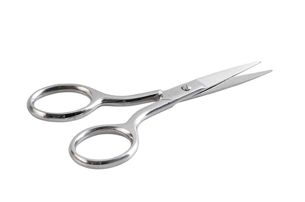 Zinger Ножницы маникюрные (ручная заточка) zN105 S3589Ножницы для маникюра для салонного ухода в домашних условиях. Ножницы профессионально заточены и имеют острый кончик. Лезвия плотно сходятся, работают мягко и свободно, позволяют легко и качественно обработать ногти. Аккуратная эргономичная форма ножниц, высокое качество стали и анатомический дизайн ручек доставляют удовольствие в работе. Цвет - глянцевое серебро.
