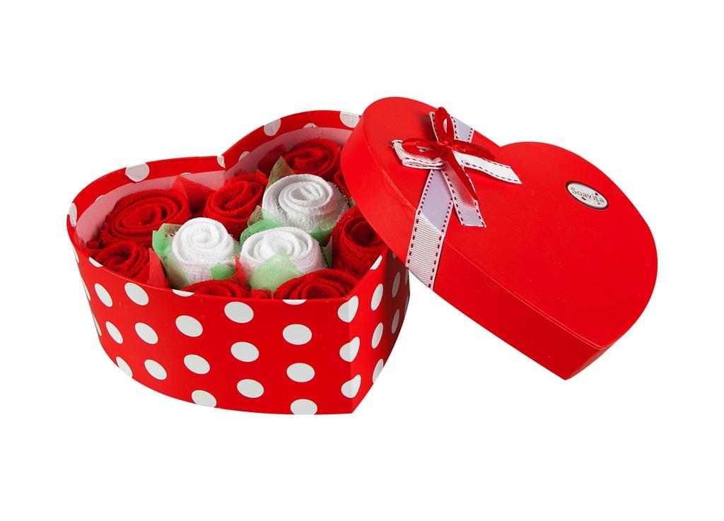 Набор салфеток Soavita Сердце, цвет: красный, белый, 20 х 20 см, 11 шт74787Набор Soavita Сердце, выполненный из высококачественного 100% хлопка, состоит из 11 квадратных салфеток. Изделия гипоаллергены, отлично впитывают влагу, быстро сохнут, сохраняют яркость цвета и не теряют форму даже после многократных стирок. В сухом виде подходят для деликатных поверхностей: стекол, зеркал, оптики, мониторов, мебели, бытовой техники и многого другого. Во влажном виде незаменимы на кухне, в ванной, в уходе за автомобилем. Такие салфетки очень практичны и неприхотливы в уходе. Набор упакован в яркую подарочную коробку в виде сердца, декорированную бантом. Набор Soavita станет отличным помощником и украсит интерьер вашей кухни. Перед использованием постирать при температуре не выше +40°С.