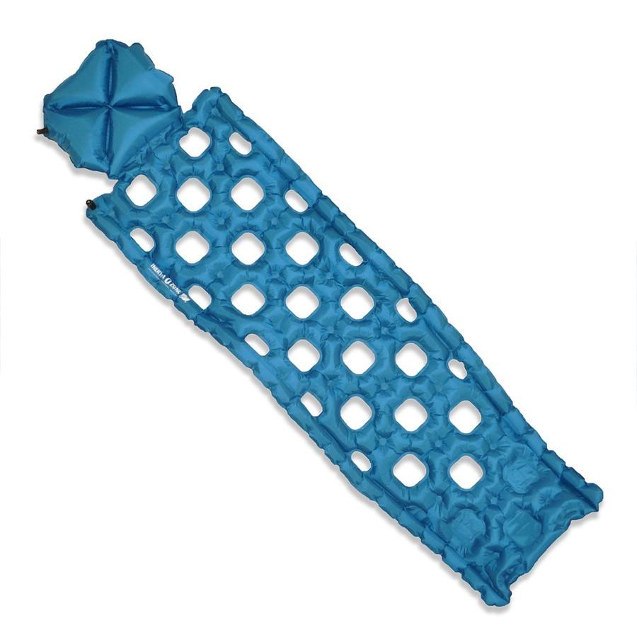 Надувной коврик Klymit Inertia Ozone pad Blue, цвет: синий06OZBI01CНадежный, как Static V, легкий и теплый, как серия Inertia. C интегрированной подушкой 10 см. Складывается до размера алюминиевой банки 360 мл. Технология loft pocket (сохранение тепла и улучшенная воздухопроницаемость за счет пустот и сварных швов). Технология body mapping (комфорт за счет учета ключевых точек давления тела на коврик). Для использования внутри и снаружи спального мешка. - Материал – полиэстер 75D –низ; 30 D- верх - Надувается за 4- 7 выдохов - Размер – 183 см x 54.6 см x 4.4 см; в сложенном виде - 8.9 см x 15.2 см - Вес – 354 гр. - В комплекте – коврик, набор для ремонта (патч и клей), чехол - Цвет - Синий