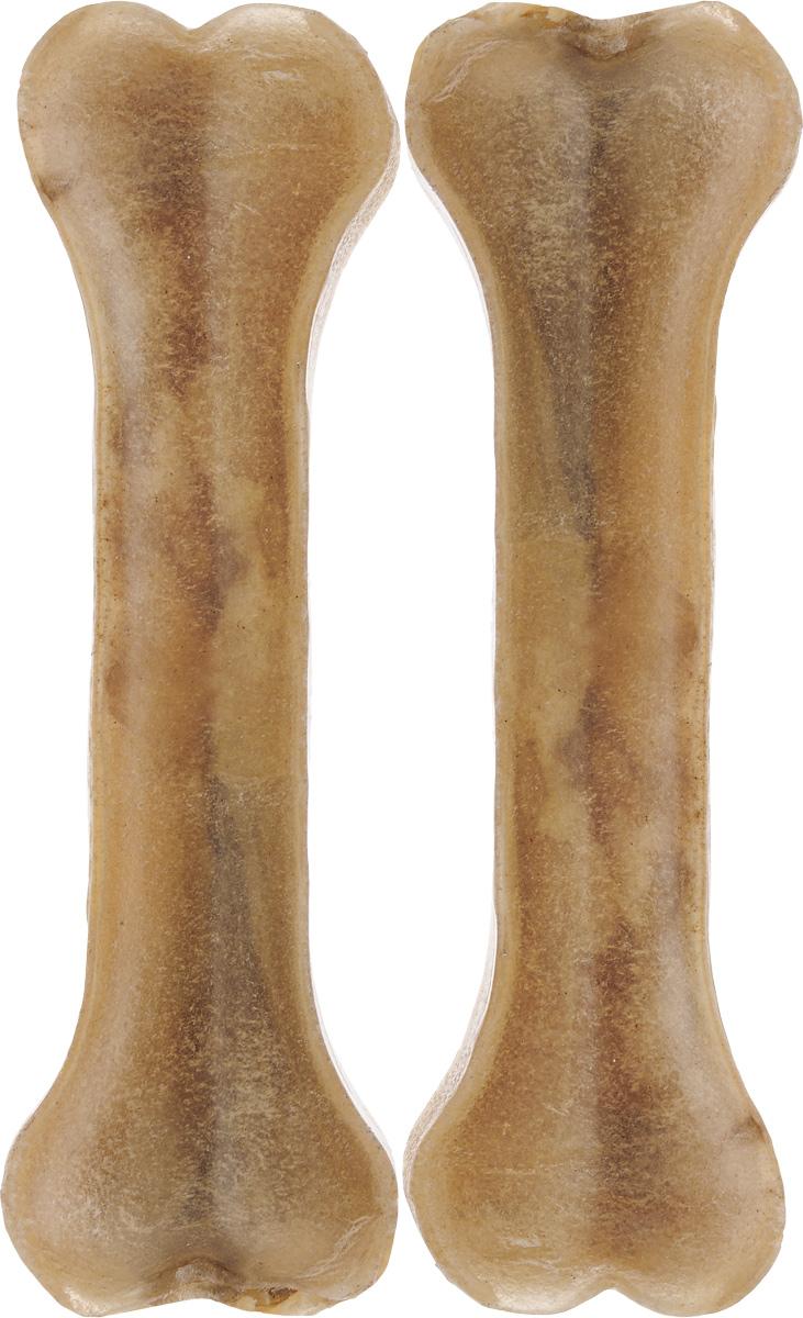 Лакомство для собак из жил Каскад Кость, длина 18 см, 2 шт90070104Лакомство для собак Каскад Кость идеально подходит для ухода за зубами и деснами. При ежедневном применении предупреждает образование зубного налета. Такая косточка будет аппетитным лакомством и занимательной игрушкой для вашего любимца. Комплектация: 2 шт. Размер косточки: 18 х 5 х 2 см. Вес одной косточки: 95-100 г. Товар сертифицирован.