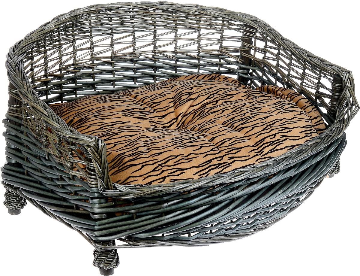 Лежак-диван Каскад №2, плетеный, 67 х 56 х 32 см0120710Лежак-диван для животных Каскад №2, изготовленный из лозы ротанга, дополнен мягкой подушкой и высокими плетеными бортиками. Материал чехла подушки выполнен из мягкого и приятного на ощупь текстиля, наполнитель - полиэстер. Такой лежак-диван станет любым местом вашего питомца. Благодаря качественному изготовлению лежак-диван не повредит напольное покрытие.