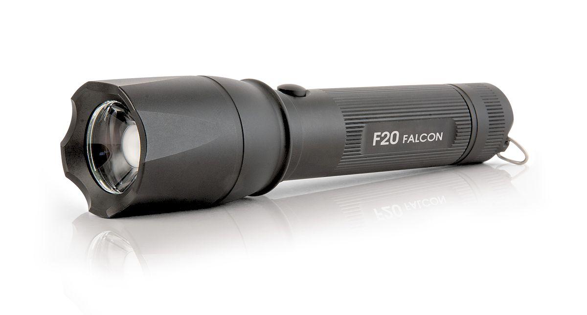 Фонарь ручной Яркий Луч Falcon. F2022695Универсальный фонарь с изменяемой фокусировкой, способный эффективно решать широкий спектр задач как на ближней, так и на дальней дистанции.- Качественный фокусируемый свет, без туннельного эффекта- Новейший светодиод Cree XP-L HI- Нейтральный свет, приближенный к солнечному- Дальность до 322 метров по стандарту ANSI- Максимальный световой поток 800 люмен- Три режима яркости: 100%, 30%, 5%- Программируемый порядок режимов- Удобная боковая кнопка включения и переключения режимов- Встроенное зарядное устройство- В комплекте Li-Ion аккумулятор 18650 увеличенной емкостиСистема регулировки фокуса на основе подвижной TIR-оптики в сочетании со светодиодом Cree XP-L HI позволяет получить как широкий ближний, так и узкий дальний свет. Без характерного для линзовых фонарей туннельного эффекта и дополнительных оптических потерь при фокусировке.Новейший светодиод Cree XP-L HI обеспечивает не только высокую мощность, но и повышенную дальнобойность в сфокусированном состоянии, 322 метра по стандарту ANSI. Нейтральный оттенок светодиода, приближенный к естественному солнечному свету (4000-4200К), дает качественное и насыщенное изображение.Световой поток фонаря достигает 800 ANSI-люменов. Для защиты от перегрева и увеличения времени работы через 6 минут происходит снижение светового потока до стабилизированных 500 люменов. Для обеспечения работы на высокой мощности светодиод установлен на медную звезду с прямым отводом тепла.Три режима яркости позволяют подобрать необходимую освещенность и время работы фонаря. Режимы яркости реализованы без низкочастотного ШИМ-мерцания, что облегчает работу в сложных погодных условиях и меньше утомляет глаза. Порядок режимов в фонаре программируется, с возможностью выбрать стартовым любой из режимов. Удобная боковая кнопка дает возможность не только быстро выбрать необходимый режим яркости или изменить настройки фонаря, но и подавать сигналы неполными нажатиями без фиксации. Встроенное зарядное устройство раб