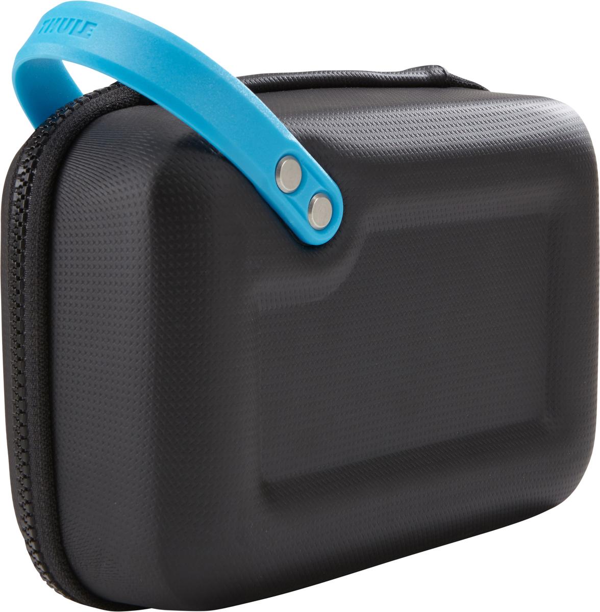Чехол для 1-й экш-камеры Thule Legend GoPro Case, цвет: черный3203052Чехол Thule Legend GoPro - Долговечный чехол для камеры GoPro с удобными отделениями для всех необходимых аксессуаров поможет вести съемку в любом путешествии. Ударопрочный отсек с мягкой подкладкой позволяет хранить камеру GoPro, LCD Touch BacPac, пульт дистанционного управления, запасные аккумуляторы и SD-карты Съемная подкладка из прессованной пены облегчает очистку внутренней поверхности от пыли, грязи, песка и пр. В жестком кармане можно хранить зарядные устройства, кабели и ремни для крепления Благодаря тонкому дизайну с легкостью умещается в другой сумке Полужесткая конструкция и прочное покрытие обеспечивают защиту и надежность хвата Большие язычки на молниях обеспечивают удобство доступа даже в том случае, если на вас надеты перчатки Встроенную удобную ручку можно прикреплять с помощью карабина к поясному ремню, а также наплечным ремням и рюкзаку Яркая внутренняя отделка поможет быстро найти мелкие предметы Удобное отверстие линейного...