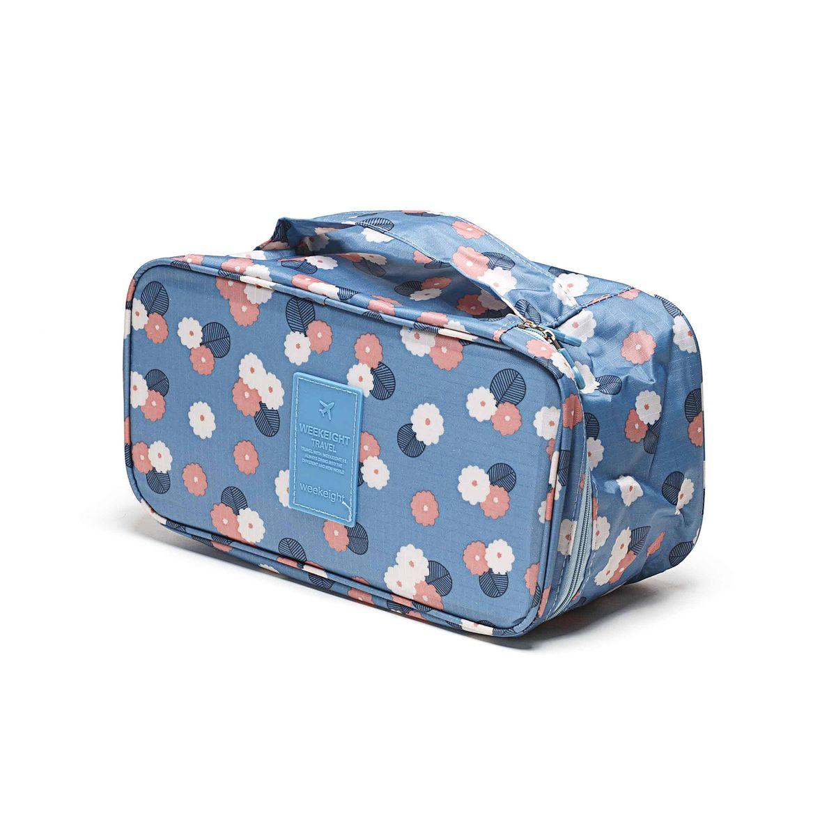 Косметичка-органайзер Homsu Цветок, цвет: синий, белый, розовый, 28 x 13 x 15 смHOM-354Косметичка-органайзер Homsu Цветок выполнена из высококачественного полиэстера. Закрывается изделие на застежку-молнию. Внутри имеется 4 отделения для мелочей, а также дополнительная сумочка размером 22 х 14 см, которая крепится к косметичке посредством липучки и надежно защищает ваши вещи за счет удобной молнии. Теперь вы сможете всегда брать с собой все, что вам может понадобиться. Сверху органайзера имеется ручка для удобной переноски. Косметичка-органайзер Homsu Цветок станет незаменимым аксессуаром для любой девушки. Размер косметички: 28 х 13 х 15 см. Размер сумочки: 22 х 14 см.