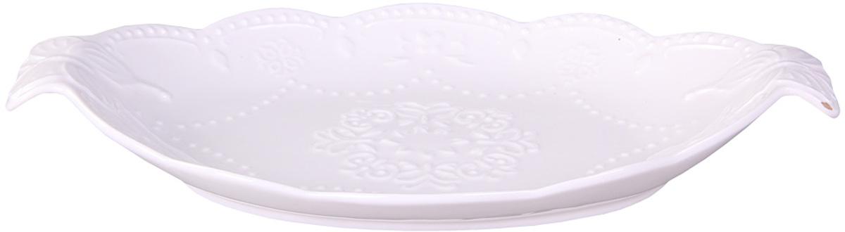 Блюдо Patricia, овальное, с ручками, 30 х 19 смCM000001328Блюдо Patricia круглой формы выполнено из высококачественного фарфора безупречной белизны и оформлено рельефом. Благодаря специальным ручкам блюдо удобно перемещать. Оригинальное блюдо украсит сервировку вашего стола и подчеркнет прекрасный вкус хозяйки, а также станет отличным подарком.