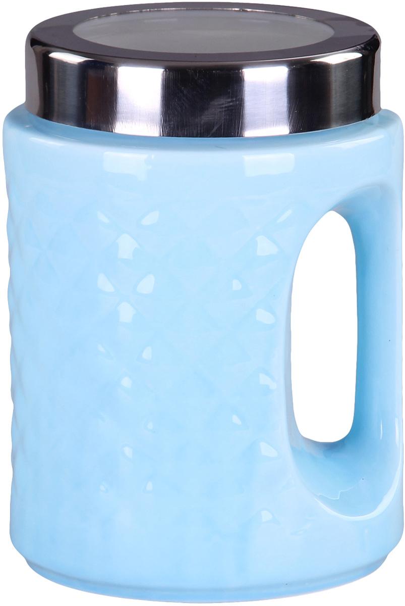 Банка для сыпучих продуктов Patricia, цвет: голубой, высота 18 смIM99-5242Банка для сыпучих продуктов Patricia выполнена из глазурованной керамики высокого качества и оформлена рельефом. Банка снабжена плотно закрывающейся крышкой и удобной ручкой. Она идеально подойдет для хранения чая, кофе, сахара, круп и других сыпучих продуктов. Прозрачная вставка в крышке позволяет видеть содержимое. Изделие сохраняет продукты свежими и ароматными на длительное время. Функциональная и вместительная, такая банка станет незаменимым аксессуаром и стильно оформит интерьер кухни. Высота банки: 18 см.