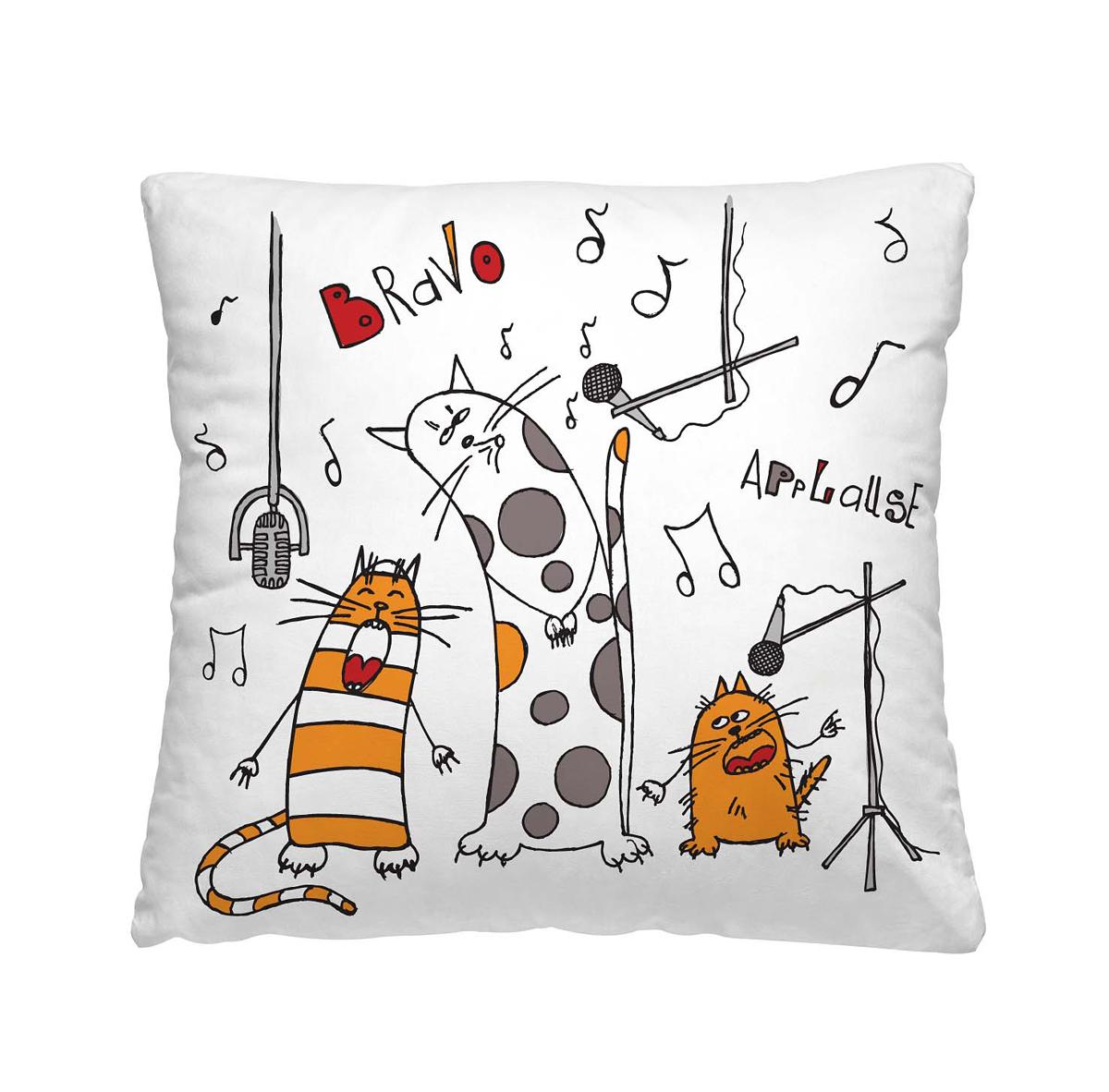 Подушка декоративная Волшебная ночь Веселые коты, 40 х 40 см195636Декоративная подушка Волшебная ночь Веселые коты прекрасно дополнит интерьер спальни или гостиной. Чехол подушки выполнен из 100% полиэстера. Лицевая сторона украшена красивым рисунком. Наполнитель - полиэстер. Красивая подушка создаст атмосферу уюта в доме и станет прекрасным элементом декора.Особенности изделия: - Съёмный чехол на молнии; - Наполнитель в индивидуальной наволочке; - Оборотная сторона из стёганого полотна для улучшения формоустойчивости Размер: 40 x 40 см.