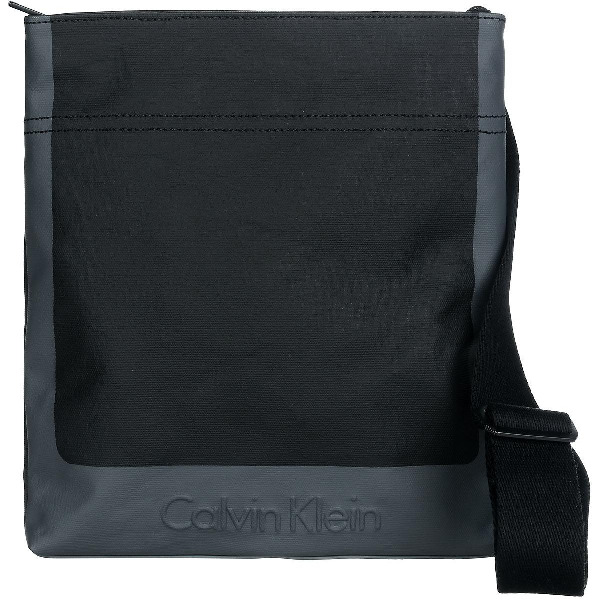 Сумка мужская Calvin Klein Jeans, цвет: черный, серый. K50K502156_0010K50K502156_0010Стильная сумка Calvin Klein выполнена из полиуретана и хлопка, оформлена тиснением в виде логотипа бренда. Изделие содержит одно отделение, которое закрывается на застежку-молнию. Внутри сумки размещены два накладных кармашка для мелочей и врезной карман на застежке-молнии. На задней стороне расположен открытый накладной кармашек. Сумка оснащена плечевым ремнем регулируемой длины. В комплекте с изделием поставляется чехол для хранения. Модная сумка идеально подчеркнет ваш неповторимый стиль.
