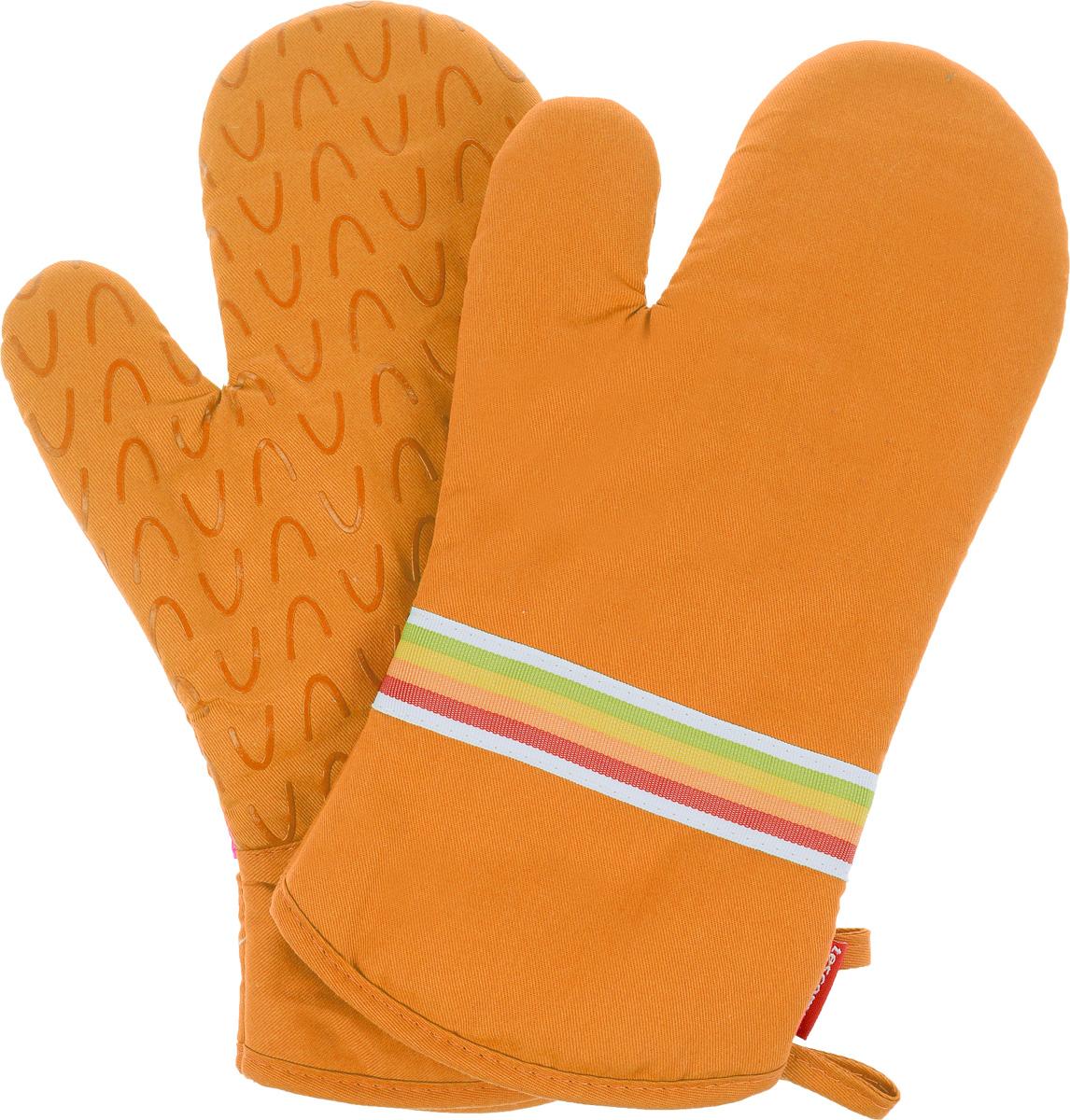 Рукавица-прихватка Tescoma Presto Tone, цвет: оранжевый, 33 х 18 см, 2 шт639751_оранжевыйРукавица-прихватка Tescoma Presto Tone, изготовленная из 100% хлопка и термостойкого силикона, имеет яркий дизайн. Для простоты и удобства хранения, изделие оснащено петелькой для подвешивания и магнитом. Такая прихватка защитит ваши руки от высоких температур и предотвратит появление ожогов. Рекомендуется стирка при температуре 30°С. Размер изделия (ДхШ): 33 х 18 см. Комплектация: 2 шт.