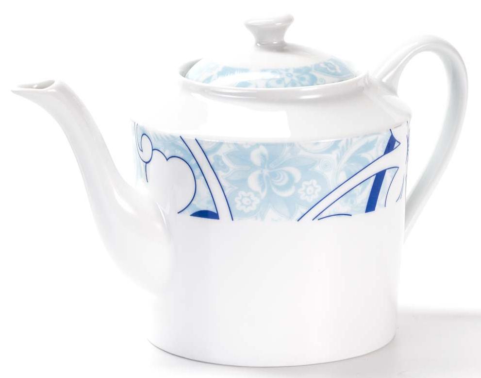 Чайник заварочный La Rose des Sables Bleu Sky, 1,2 л533112 2230Заварочный чайник La Rose des Sables Bleu Sky выполнен из высококачественного тунисского фарфора, изготовленного из уникальной белой глины. На всех изделиях La Rose des Sables можно увидеть маркировку Pate de Limoges. Это означает, что сырье для изготовления фарфора добывают во французской провинции Лимож, и качество соответствует высоким европейским стандартам. Все производство расположено в Тунисе. Особые свойства этой глины, открытые еще в 18 веке, позволяют создать удивительно тонкую, легкую и при этом прочную посуду. Благодаря двойному термическому обжигу фарфор обладает высокой ударопрочностью, стойкостью к сколам и трещинам, жаропрочностью и великолепным блеском глазури. Коллекция Bleu Sky - это изысканная классика, дополненная нежно-голубым орнаментом. Эта белая фарфоровая посуда станет настоящим украшением вашего стола. Прекрасный вариант как для праздничной, так и для повседневной сервировки стола. Можно использовать в СВЧ печи и мыть в посудомоечной...