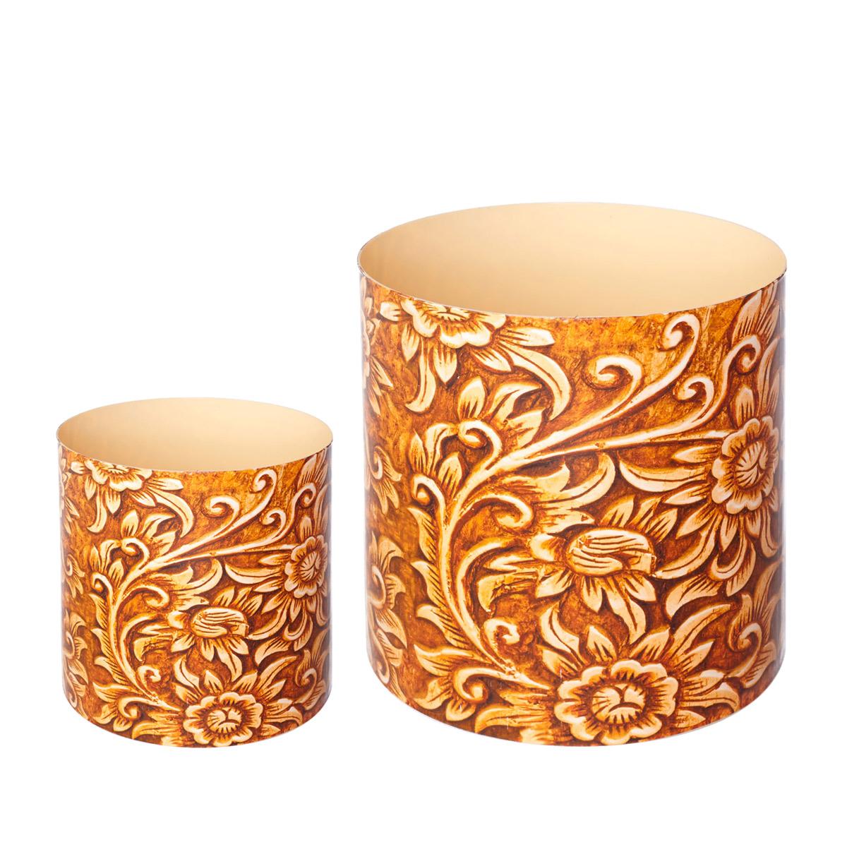 Набор горшков для цветов Miolla Резное дерево, со скрытым поддоном, 2 штZ-0307Набор Miolla Резное дерево состоит из 2 декоративных горшков для цветов разного объема. Горшки выполнены из прочного полипропилена c 3D рисунком. Хорошо будут смотреться как основа для топиариев и флористических композиций. Также замечательно подходят для комнатных цветов. Горшки снабжены скрытым поддоном. Объем горшков: 1,7 л, 5,1 л.