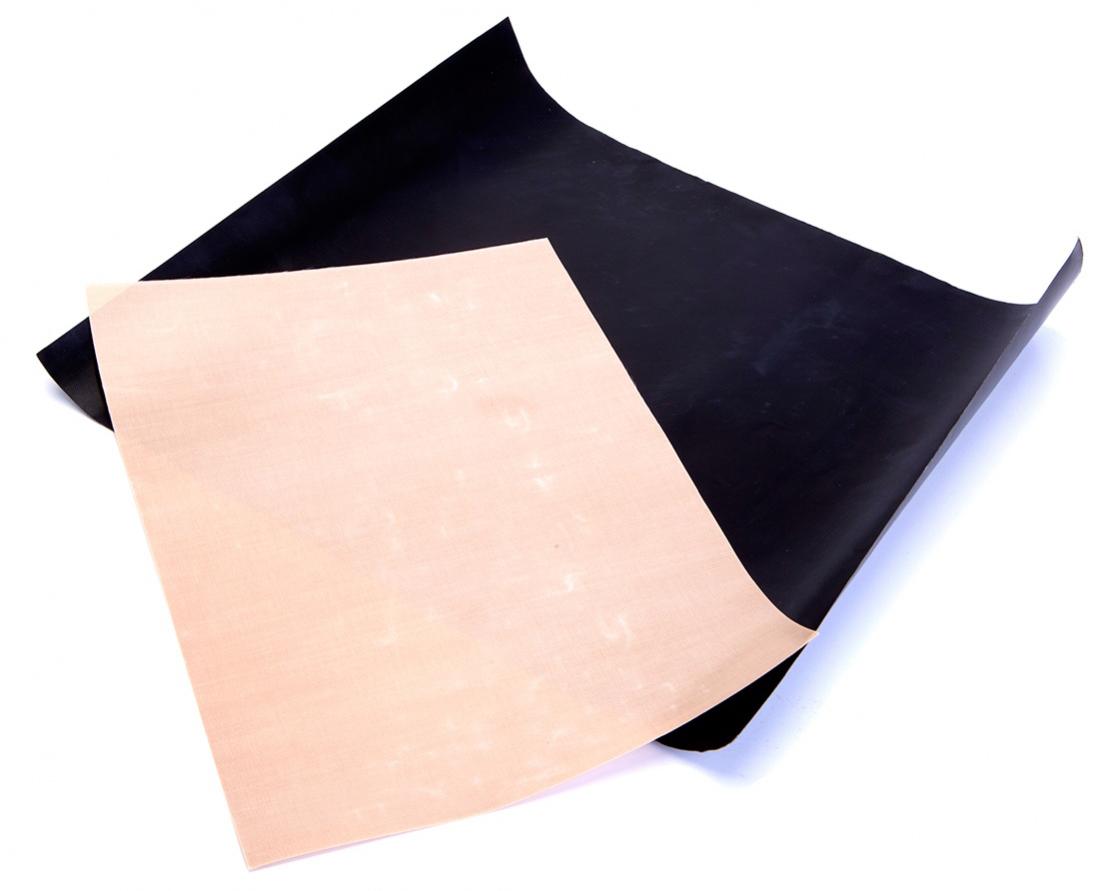 Набор антипригарных ковриков для гриля и духовки BradexTK 01942 многофункциональных коврика разных размеров с антипригарным покрытием способствуют идеальному пропеканию блюд в духовке и на гриле. Еда не пригорает, не липнет и не требует использования растительного масла, а противень, решетки гриля и духовки остаются чистыми, как до готовки. Коврики не впитывают запахи, их легко мыть и удобно хранить. Материал: политетрафторэтилен, стекловолокно В комплекте 2 коврика: черный для приготовления блюд на гриле, бежевый - в духовке. Размер черного коврика: 40х33 см, толщина 0,2 мм. Размер бежевого коврика 34х23,5 см, толщина 0,12 мм.