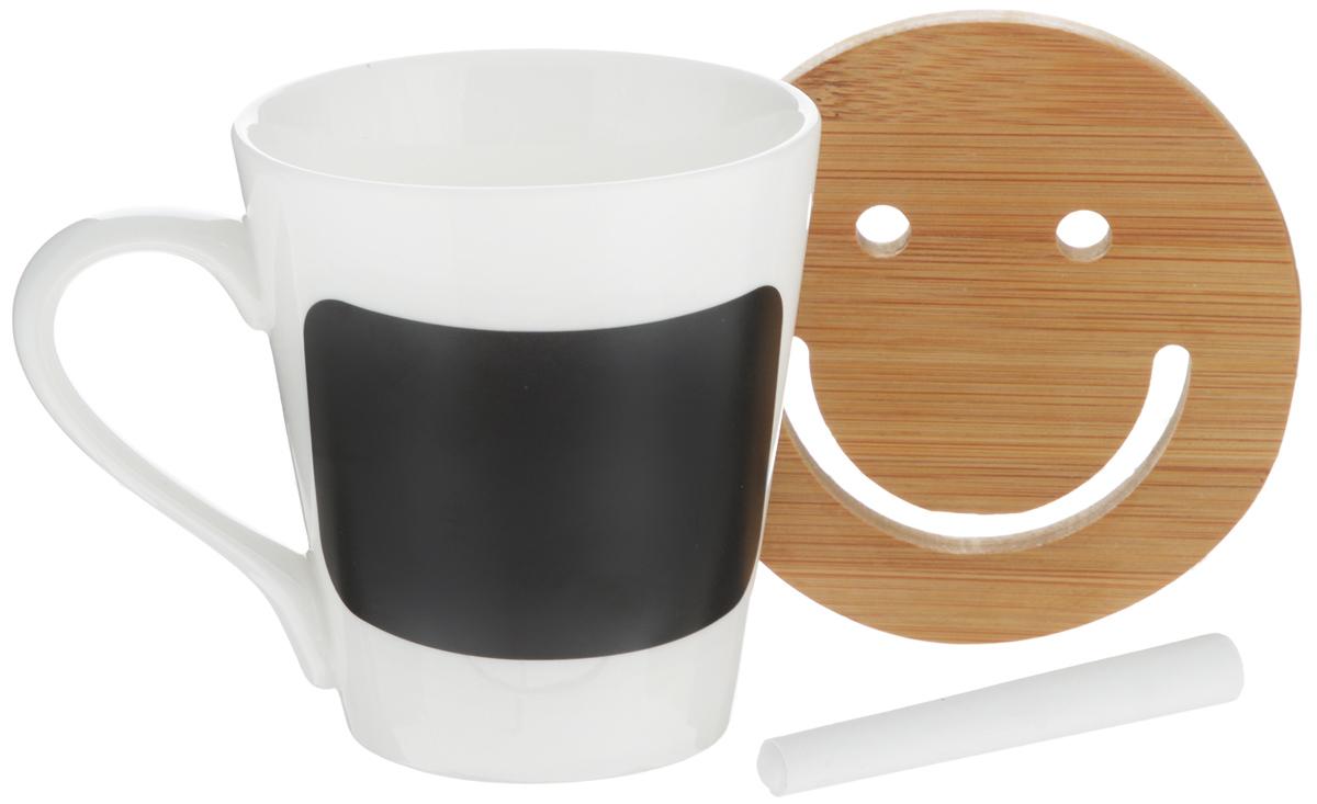 Кружка EcoWoo, с мелком для записей, с подставкой, 300 мл2012233UКружка EcoWoo - это не только идеальный подарок, но и прекрасный повод побаловать себя! Фарфоровая кружка дополнена доской для записей, кусочком мела и бамбуковой подставкой. Кружка EcoWoo станет отличным решением для отражения вашего настроения. Пишите, что чувствуете, мелом и стирайте, когда решите, что надпись устарела. Диаметр кружки (по верхнему краю): 8,5 см. Высота кружки: 9,5 см. Диаметр подставки: 10 см. Длина мелка: 8 см.
