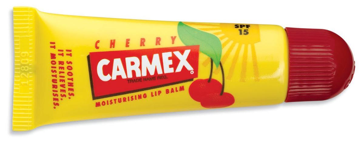 Carmex Бальзам для губ с ароматом вишни с защитой от воздействия ультрафиолета SPF15, туба в блистере, 10 г00703СХУникальная формула CARMEX содержит специальные ингредиенты, которые вызывают ощущение покалывания - это означает, что CARMEX работает; увлажняя и защищая губы, делает их мягкими и здоровыми.