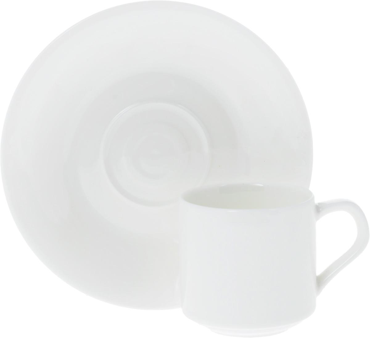 Кофейная пара Wilmax, 2 предмета. WL-993007 / ABWL-993007 / ABКофейная пара Wilmax состоит из чашки и блюдца. Изделия выполнены из высококачественного фарфора, покрытого слоем глазури. Изделия имеют лаконичный дизайн, просты и функциональны в использовании. Кофейная пара Wilmax украсит ваш кухонный стол, а также станет замечательным подарком к любому празднику. Изделия можно мыть в посудомоечной машине и ставить в микроволновую печь. Объем чашки: 90 мл. Диаметр чашки (по верхнему краю): 5,5 см. Высота чашки: 5,5 см. Диаметр блюдца: 13,5 см.