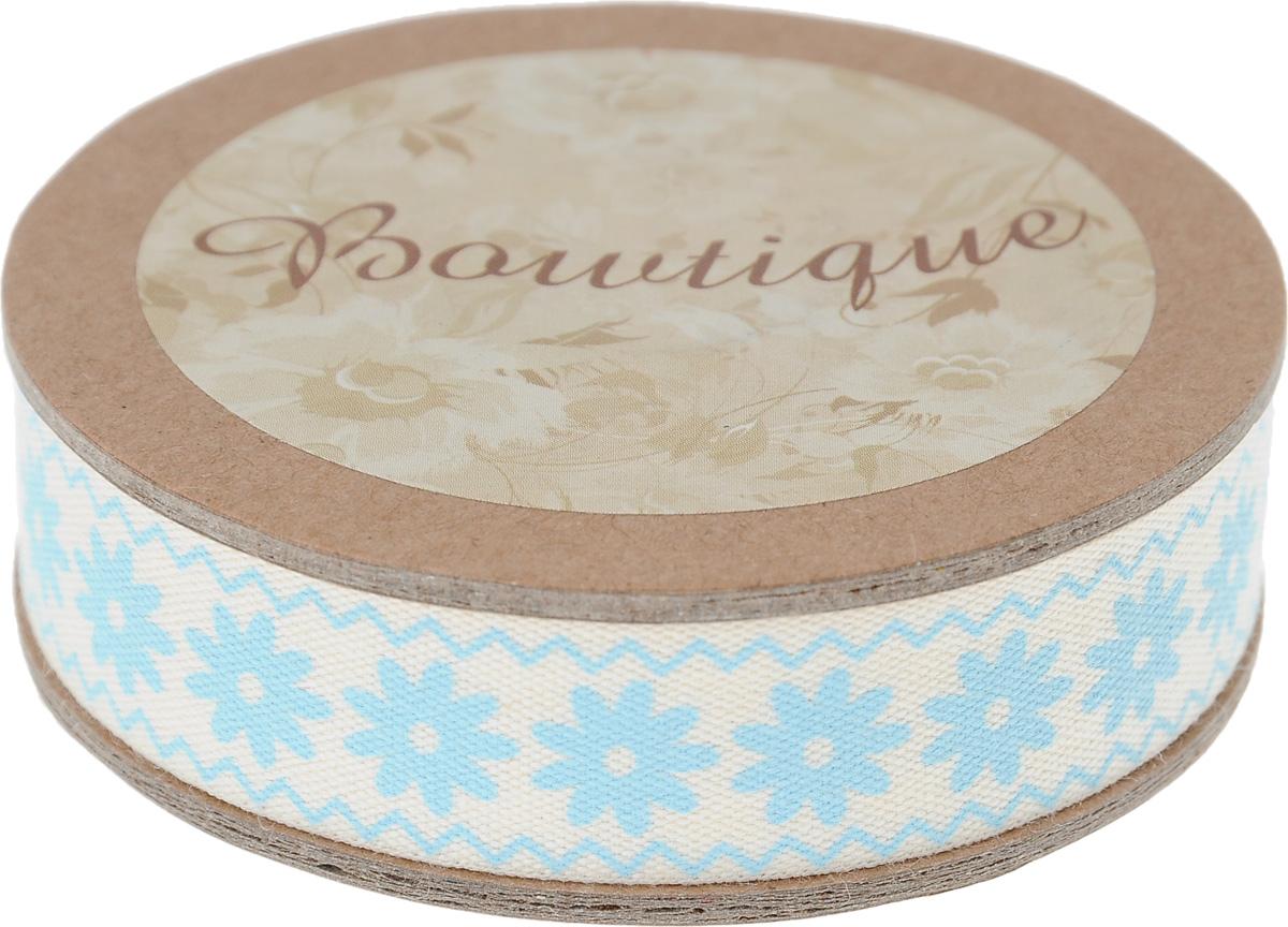 Лента хлопковая Hemline Цветы и зиг-заги, цвет: молочный, голубой, 1,5 х 500 смVR15.052Лента на картонной катушке Hemline Цветы и зиг-заги выполнена из хлопка. Такая лента идеально подойдет для оформления различных творческих работ, может использоваться для скрапбукинга, создания аппликаций, декора коробок и открыток, часто ее применяют при пошиве одежды, сумок, аксессуаров. Лента наивысшего качества практична в использовании. Она станет незаменимым элементом в создании вашего рукотворного шедевра.