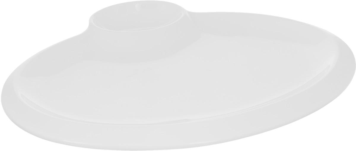 Блюдо Wilmax, 30 х 23 смWL-992630 / AБлюдо Wilmax выполнено из высококачественного фарфора с глазурованным покрытием. Внутри блюда находится соусник. Блюдо Wilmax идеально подойдет для сервировки стола и станет отличным подарком к любому празднику. Можно мыть в посудомоечной машине и использовать в микроволновой печи. Размер блюда по верхнему краю: 30 х 23 см. высота стенки блюда: 1 см. Размер соусника по верхнему краю: 6 х 9 см. Высота стенки соусника: 3 см.