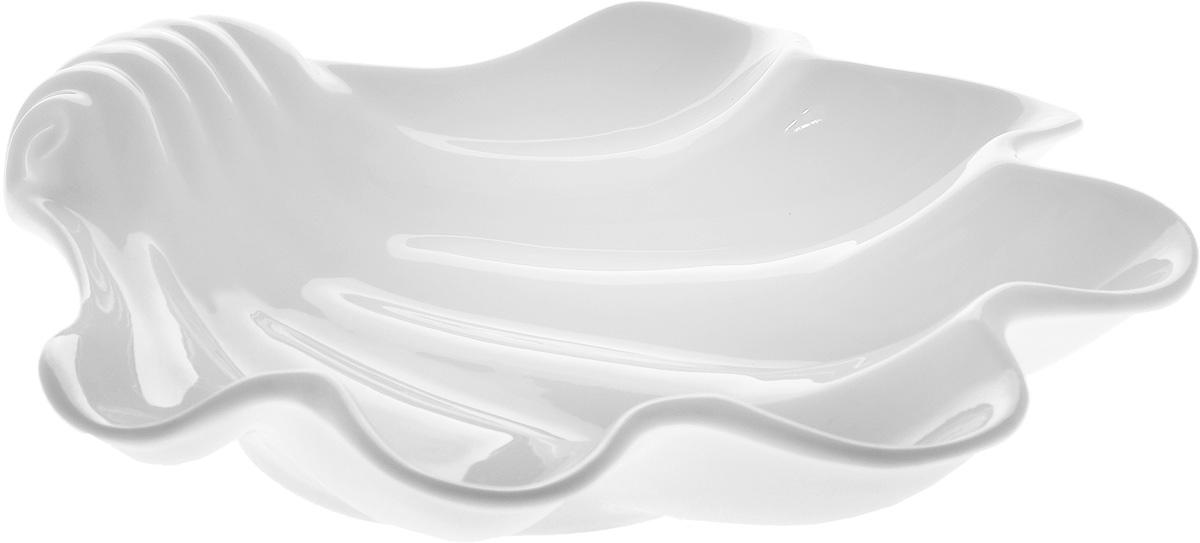 Блюдо Wilmax Ракушка, 28,5 х 28 смWL-992588 / AОригинальное блюдо Wilmax Ракушка, изготовленное из фарфора с глазурованным покрытием, оснащена ручками для удобной переноски. Изделие прекрасно подойдет для подачи нарезок, закусок и других блюд. Оно украсит ваш кухонный стол, а также станет замечательным подарком к любому празднику. Можно мыть в посудомоечной машине и использовать в микроволновой печи. Размер блюда: 28,5 х 28 см. Высота стенки блюда: 5 см.