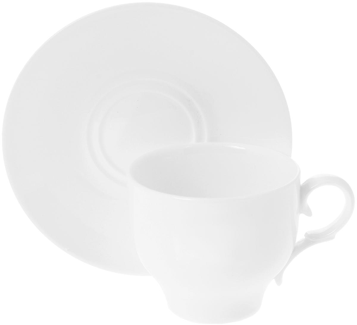 Чайная пара Wilmax, 2 предмета. WL-993009WL-993009 / ABЧайная пара Wilmax состоит из чашки и блюдца, выполненных из высококачественного фарфора и оформленных в классическом стиле. Оригинальный дизайн обязательно придется вам по вкусу. Чайная пара Wilmax украсит ваш кухонный стол, а также станет замечательным подарком к любому празднику. Объем чашки: 220 мл. Диаметр чашки (по верхнему краю): 8 см. Диаметр основания чашки: 4,5 см. Высота чашки: 7 см. Диаметр блюдца: 14 см.