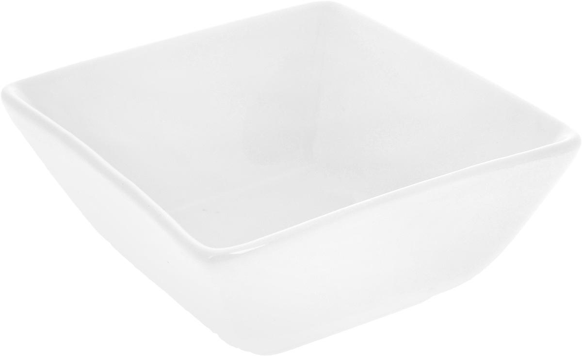 Салатник Wilmax, 12 х 11 смWL-992611 / AСалатник Wilmax, изготовленный из высококачественного фарфора с глазурованным покрытием, прекрасно подойдет для подачи различных блюд: закусок, салатов или фруктов. Такой салатник украсит ваш праздничный или обеденный стол, а оригинальный дизайн придется по вкусу и ценителям классики, и тем, кто предпочитает утонченность и изысканность. Размер салатника по верхнему краю: 12 х 11 см.