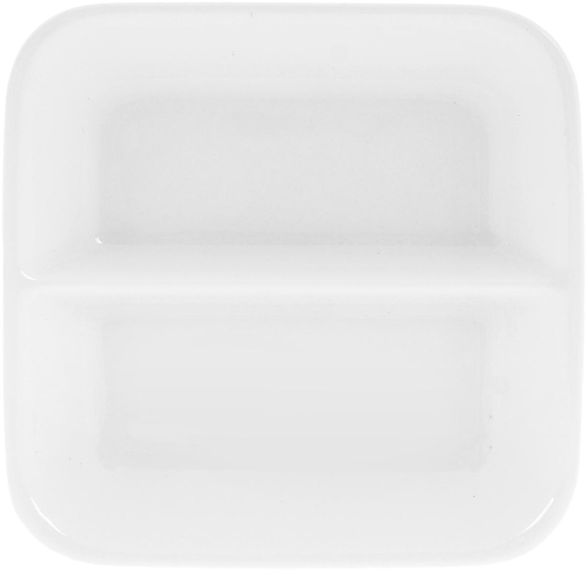 Блюдце для соуса Wilmax, двойное, 55 млWL-996050 / AБлюдце Wilmax, изготовленное из высококачественного фарфора с глазурованным покрытием, предназначено для красивой подачи различных соусов. Посуда из фарфора безопасна для здоровья и окружающей среды. Такое блюдце украсит сервировку стола и подчеркнет прекрасный вкус хозяйки. Оно дополнит коллекцию вашей кухонной посуды и будет служить долгие годы. Размер блюдца: 8,5 х 8,5 см.