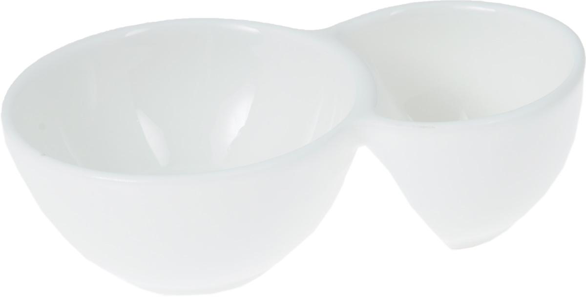 Емкость для закусок Wilmax, 12,5 х 7,5 см115510Емкость для закусок Wilmax выполнена из белого фарфора высокого качества с глазурованным покрытием. Она состоит из двух секций. Большая секция предназначена для закусок, а маленькая - для соусов к ним.Фарфор от Wilmax изготовлен по уникальному рецепту из сплава магния и алюминия, благодаря чему посуда обладает характерной белизной, прочностью и устойчивостью к сколами. Особый состав глазури обеспечивает гладкость и блеск поверхности изделия.Такая емкость станет украшением как праздничного, так и повседневного обеденного стола. Она функциональная, практичная виспользовании и легкая в уходе.Можно мыть в посудомоечной машине и использовать в микроволновой печи.Размеры изделия: 12,5 х 7,5 х 4 см.