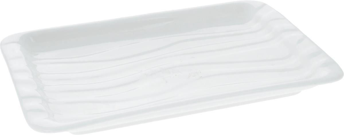 Блюдо Wilmax, 26,5 х 16,5 см115510Оригинальное прямоугольное блюдо Wilmax, изготовленное из фарфора с глазурованным покрытием, прекрасноподойдет для подачи нарезок, закусок и других блюд. Фарфор от Wilmax изготовлен по уникальному рецепту из сплава магния и алюминия, благодаря чему посуда обладает характерной белизной, прочностью и устойчивостью к сколами. Особый состав глазури обеспечивает гладкость и блеск поверхности изделия.Блюдо украсит ваш кухонный стол, а также станет замечательным подарком к любому празднику.Можно мыть в посудомоечной машине и использовать в микроволновой печи. Изделие пригодно для использования в духовых печах и выдерживает температуру до 300°С.