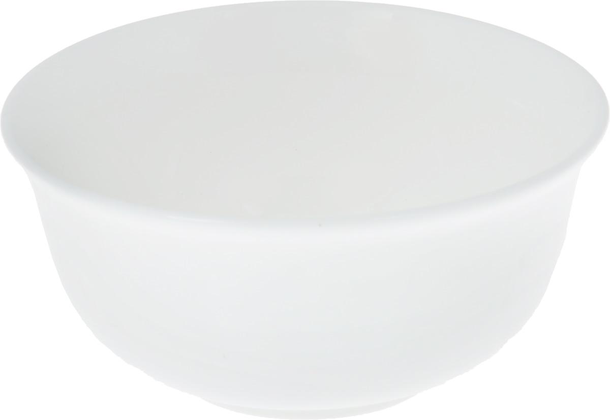 Салатник Wilmax, 300 млWL-992003 / AСалатник Wilmax, изготовленный из фарфора с глазурованным покрытием, прекрасно подойдет для подачи различных блюд: закусок, салатов или фруктов. Фарфор от Wilmax изготовлен по уникальному рецепту из сплава магния и алюминия, благодаря чему посуда обладает характерной белизной, прочностью и устойчивостью к сколами. Особый состав глазури обеспечивает гладкость и блеск поверхности изделия. Такой салатник украсит ваш праздничный или обеденный стол, а оригинальный дизайн придется по вкусу и ценителям классики, и тем, кто предпочитает утонченность и изысканность. Можно мыть в посудомоечной машине и использовать в микроволновой печи. Изделие пригодно для использования в духовых печах и выдерживает температуру до 300°С.
