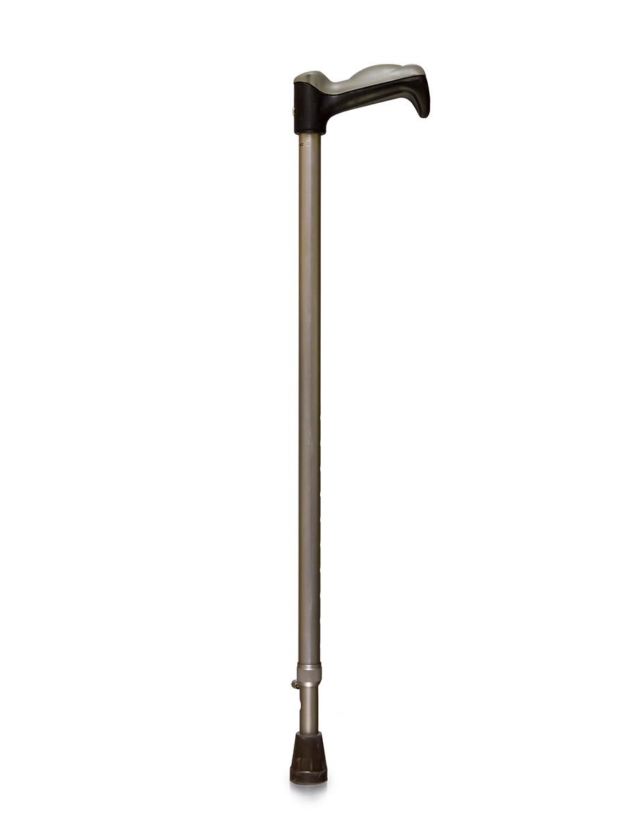 Amrus Трость телескопическая металлическая с УПС и ортопедической рукояткой AMСС3305.959Модель разработана с учетом последних достижений в области использования ортопедических приспособлений и средств реабилитации инвалидов в экстремальных условиях (наличии наледи, гололеда и гололедицы). Имеет специальное приспособление против скольжения в виде прочного, острого штыря, создающего надежное сцепление с поверхностью. При необходимости он может легко, даже без помощи рук, выдвигаться при нажатии ногой на валик замка, и так же легко убираться. Модель снабжена специальной ортопедической рукояткой, функционально приспособленной к повышенным нагрузкам.