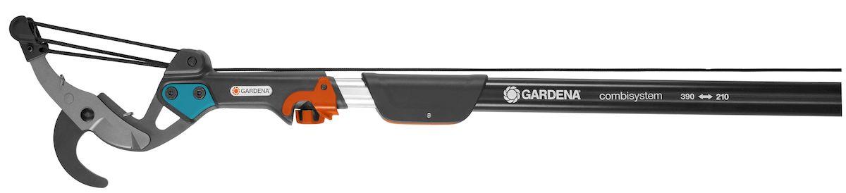 Сучкорез комбисистемы BL Gardena531-401Сучкорез комбисистемы BL Gardena с 5-ступенчатой передачей идеально подходит для обрезки ветвей высоких деревьев. В сочетании с телескопической ручкой этот сучкорез позволяет легко обрезать ветки - в том числе расположенные на большой высоте - прямо с земли, без использования лестницы. Встроенная пятиступенчатая передача обеспечивает существенную экономию сил. С таким инструментом вы будете без усилий срезать ветви диаметром до 35 мм. Лезвия с покрытием от налипания гарантируют аккуратную и точную обрезку, а также легкость очистки. Сучкорез можно повесить прямо на ветку, что позволяет затрачивать на обрезку еще меньше усилий; кроме того, вы можете с легкостью задействовать натяжной корд, потянув за удобную D-образную рукоятку. Корд устойчив к истиранию и разрыву, его длина составляет 4,7 м. Сучкорез возможно использовать безручки. Сучкорез поставляется без телескопической трубки.