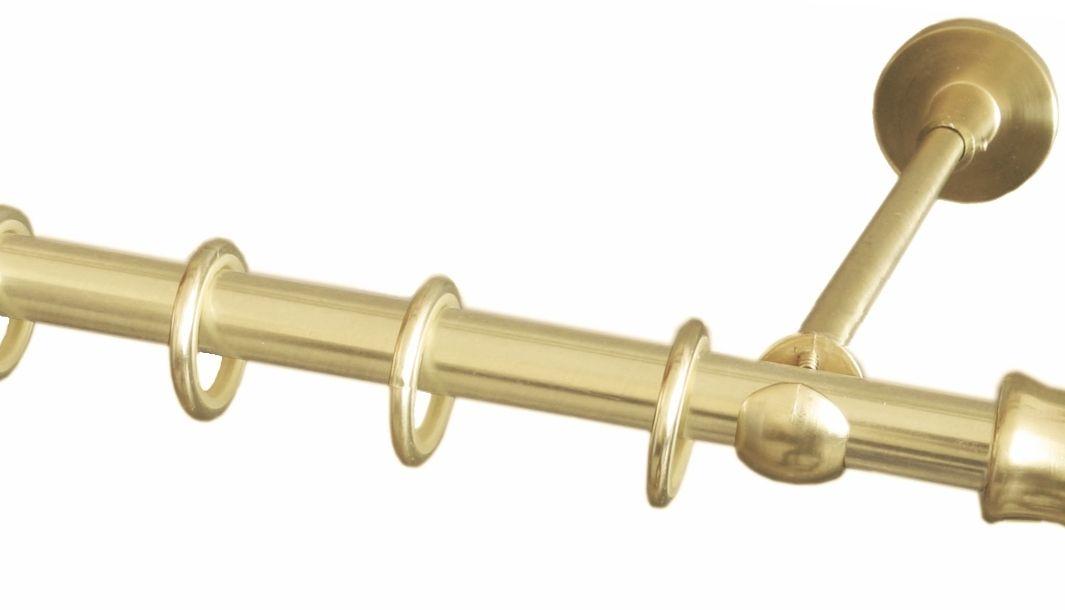 Карниз однорядный Уют Ост, металлический, составной, цвет: латунь, диаметр 16 мм, длина 320 см10503Круглый карниз Уют Ост выполнен из цинко-алюминиевого сплава с гальваническим покрытием. Подходит для использования одного вида занавесей. Поверхность гладкая. Способ крепления настенное. Возможно сочетание штанг различных диаметров и цветов. В комплект входят 2 штанги, соединитель, 3 кронштейна с крепежом и 32 кольца с крючками. Наконечникиприобретаются дополнительно.Такой карниз будет органично смотреться в любом интерьере.Диаметр карниза: 16 мм.