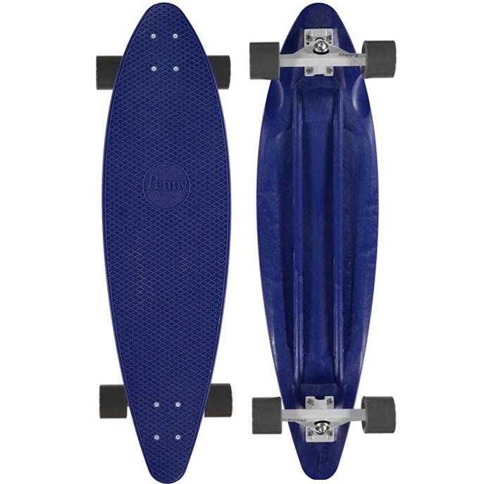 Лонгборд Penny Longboard 36, цвет: Royal BlueSF 0085Penny продукт 12-ти летнего опыта в производстве скейтбордов Бена Маккея. В Penny он вложил все что знал о дизайне и производстве, чтобы придумать качественную, крепкую, фановую и цветную виниловую доску пенни. PENNY комплект лонгборд для детей от 7-ми лет. Предназначен для активного отдыха.