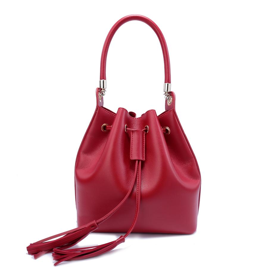 Сумка женская Ors Oro, цвет: красный. D-157/25D-157/25Сумка с одним отделением, на затяжках с кнопкой, дополнительная сумка на молнии с внутренним карманом на молнии, карманом для телефона. Съемная ручка, плечевой ремень