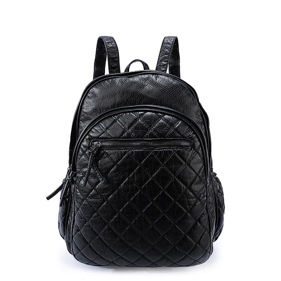 Рюкзак женский Orsa Oro, цвет: черный. D-193/59D-193/59Стильный женский рюкзак Orsa Oro выполнен из экокожи и оформлен стегаными элементами. Модель с двумя отделениями застегивается на молнию. Лицевая сторона оформлена двумя карманами на молнии - один объемный, другой плоский, боковые стороны дополнены карманами на молнии, задняя сторона оформлена прорезным карманом на молнии. Изделие содержит внутренний прорезной карман на молнии и два накладных кармана. Рюкзак оснащен удобными плечевыми лямками регулируемой длины, а также петлей для подвешивания.