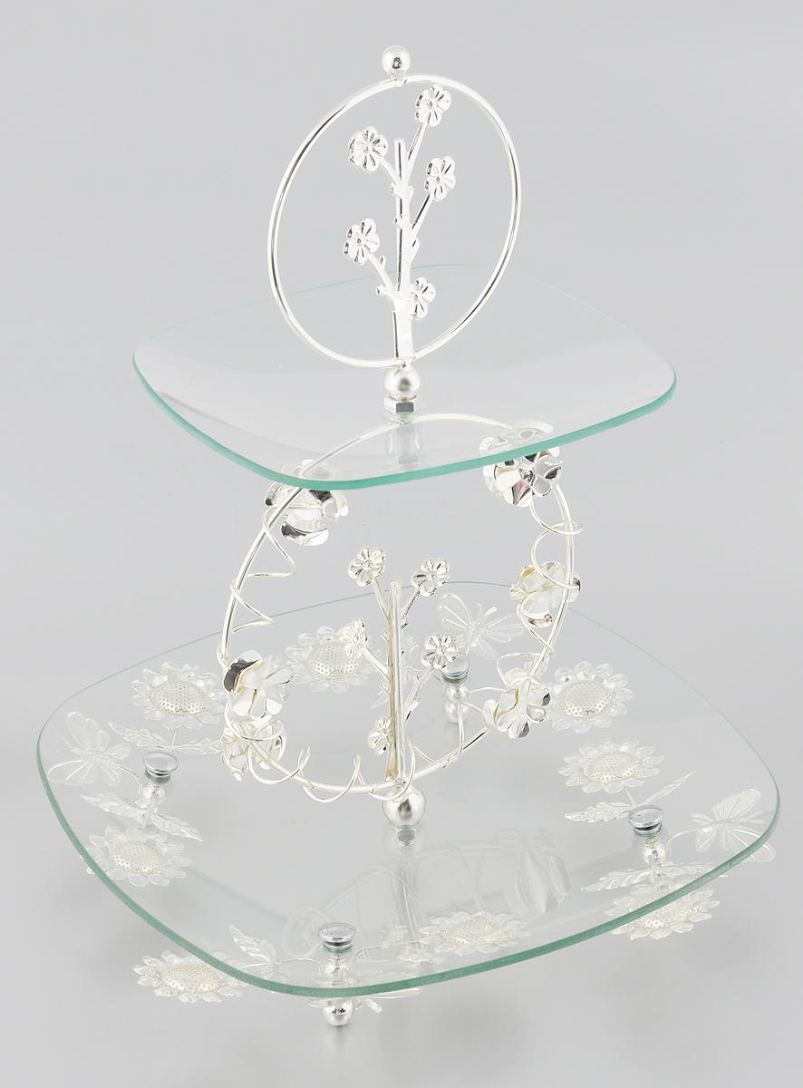 Ваза универсальная Marquis, 2-ярусная, высота 39 см7019-MRЭлегантная двухъярусная ваза Marquis, выполненная из стали с серебряно-никелевым покрытием, предназначена для красивой сервировки фруктов, конфет, пирожных. Изделие имеет 2 яруса. Блюда выполнены из стекла и декорированы металлическими вставками с изысканным орнаментом. Изделие поставляется в разобранном виде, легко собирается и разбирается. Ваза Marquis украсит сервировку вашего стола и подчеркнет прекрасный вкус хозяина, а также станет отличным подарком. Размер большого яруса: 30 х 30 см. Размер малого яруса: 20,5 х 20,5 см. Высота яруса: 2,5 см. Высота вазы (в собранном виде): 39 см.
