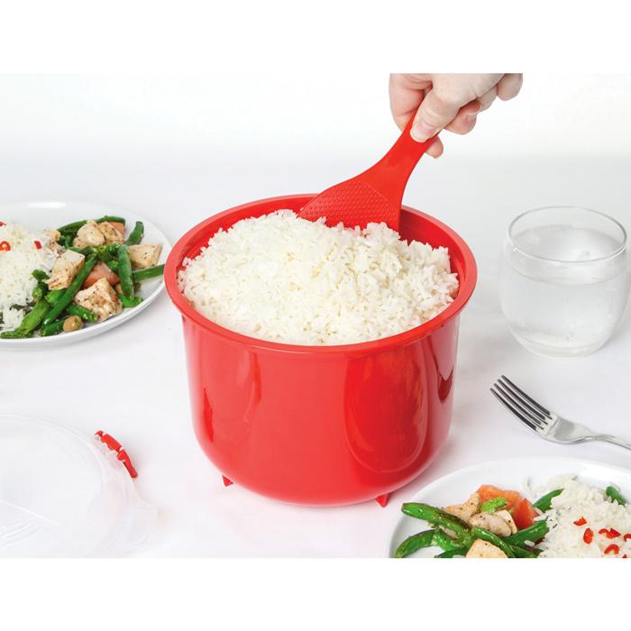 Рисоварка Sistema MICROWAVE 2,6лVT-1520(SR)В контейнере Microwave вы с легкостью сможете не только разогреть пищу в СВЧ, но и приготовить ее. Просто налейте воды в базовый контейнер, поместите рис, и поместите все в микроволновую печь. В комплекте с рисоваркой идет пластмассовая ложка. Крышка с силиконовой прокладкой герметично закрывается, что помогает дольше сохранить полезные свойства продуктов. Контейнер оснащен фиксирующимися зажимами – клипсами, которые при необходимости можно заменить. Можно мыть в посудомоечной машине.