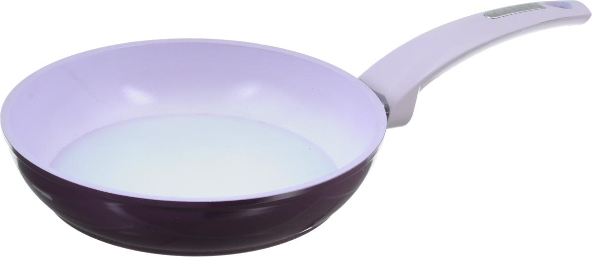 Сковорода Calve, с керамическим покрытием. Диаметр 20 см. CL-1943CL-1943Сковорода Calve выполнена из высококачественного литого алюминия с керамическим покрытием, благодаря чему пища не пригорает и не прилипает во время готовки. А также изделие имеет внешнее элегантное жаростойкое покрытие. Сковорода оснащена удобной бакелитовой ручкой с отверстием для подвешивания. Подходит для всех газовых, электрических и стеклокерамических плит, а также индукционных. Можно мыть в посудомоечной машине. Диаметр сковороды (по верхнему краю): 20 см. Высота стенки: 4,5 см. Длина ручки: 16,5 см.