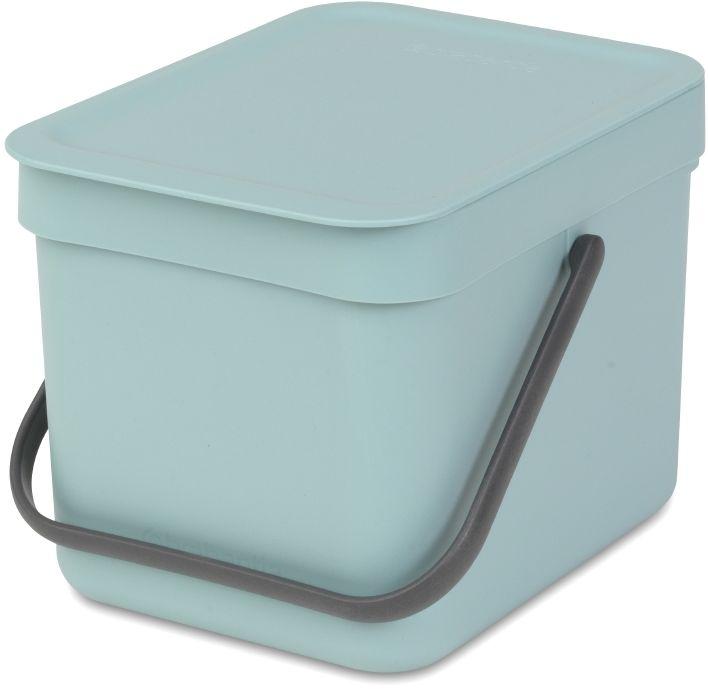 Ведро для мусора Brabantia Sort & Go, цвет: мятный, 6 л109645Ведро вместимостью 6 литров с фиксируемой в открытом положении крышкой превосходно подходит для сбора органических отходов непосредственно на кухонном столе.. Идеальное решение для сбора компостируемых отходов непосредственно на кухонном столе; Может использоваться на кухонном столе или крепиться к стене – в комплект входит настенный держатель; Имеются идеально подходящие по размеру биоразлагаемые мешки для компостируемых отходов (размер S) – удобно устанавливаются в ведро; Гарантия 10 лет.