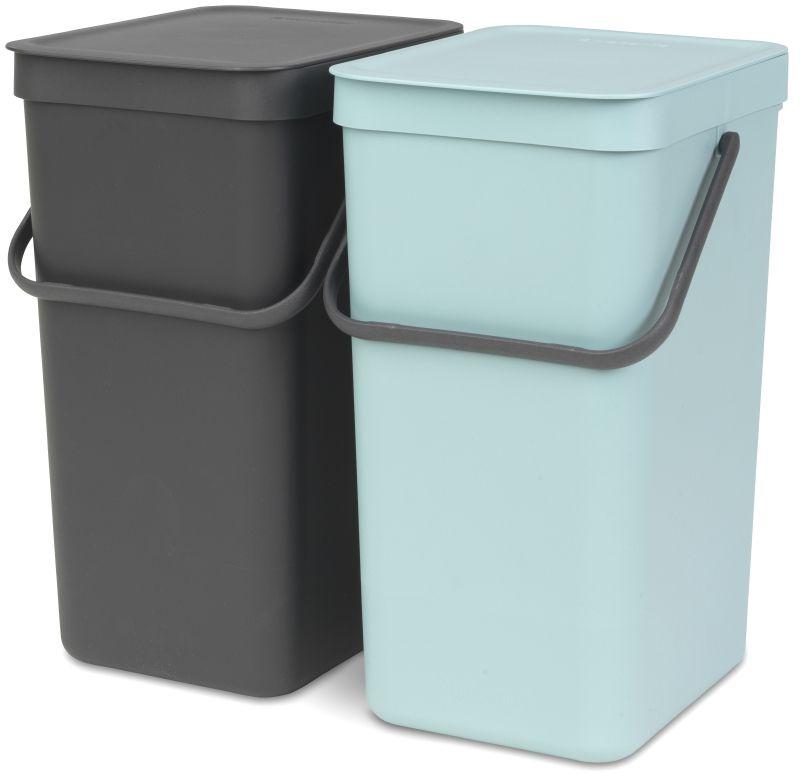 Набор ведер для мусора Brabantia Sort & Go, цвет: мятный, серый, 16 л, 2 шт110023Этот комплект из двух ведер, каждое вместимостью 16 литров, поместится практически в любом кухонном шкафу на дверцах, открывающихся как вправо, так и влево, не создавая нагрузки на петли. Может устанавливаться на дверцы, открывающиеся вправо или влево; Простое в установке изделие – в комплект входит настенный держатель, крепежные детали и инструкция; Полный доступ к мусорным ведрам – блок с ведрами выдвигается из шкафа при открывании дверцы; Прочная опорная конструкция – отсутствие нагрузки на петли дверцы; Прочные ручки и удобные захваты снизу для удобства освобождения от мусора; Отлично подходят для чистки овощей или фруктов, уборки и т.п. – крышка фиксируется в открытом положении; Имеются идеально подходящие по размеру мешки Brabantia PerfectFit с завязками (размер D) – удобно устанавливаются в ведро; Гарантия 10 лет.