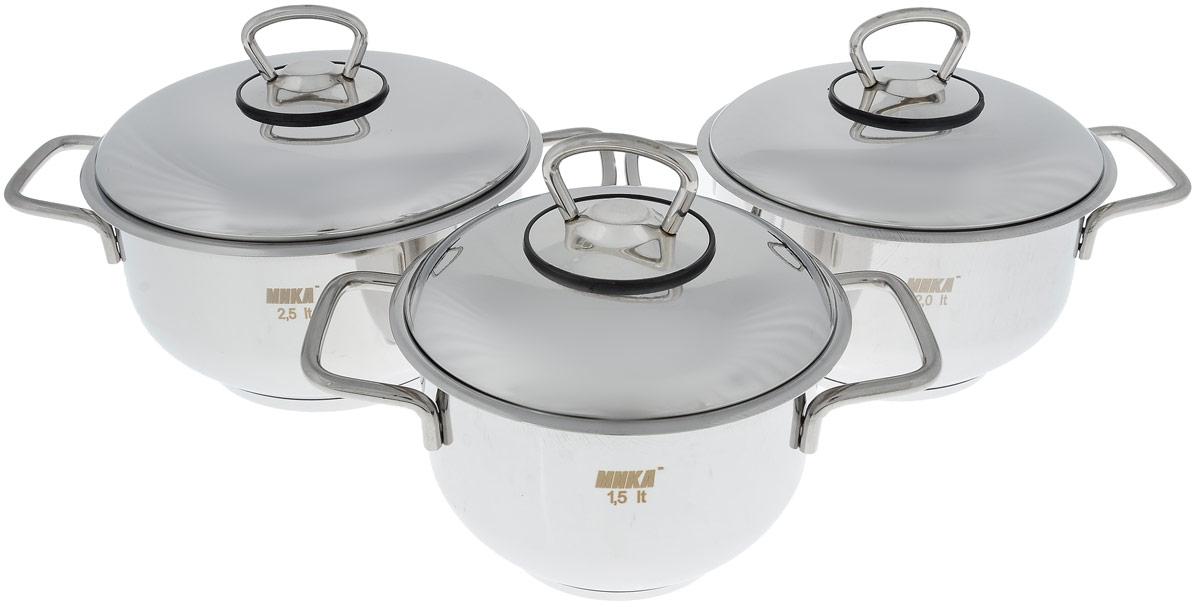 Набор посуды Катюша, 6 предметовмк500Набор посуды Катюша состоит из трех кастрюль с крышками. Посуда изготовлена из высококачественной нержавеющей стали, что гарантирует безупречный внешний вид посуды, практичность и долговечность. Трехслойное теплораспределяющее дно позволяет равномерно распределять и значительно дольше сохранять тепло по стенкам и дну посуды, что предотвращает пригорание пищи и обеспечивает более быстрое приготовление блюд. Крышки выполнены также из нержавеющей стали и оснащены ободом. Эргономичный дизайн и функциональность набора Катюша позволят вам наслаждаться процессом приготовления любимых блюд. Изделия подходят для использования на всех типах плит, включая индукционные. Можно мыть в посудомоечной машине. Диаметр кастрюль: 14 см; 16 см; 18 см. Высота кастрюль: 10 см. Ширина кастрюль (с учетом ручек): 22 см; 24 см; 26 см. Объем кастрюль: 1,5 л; 2 л; 2,5 л.