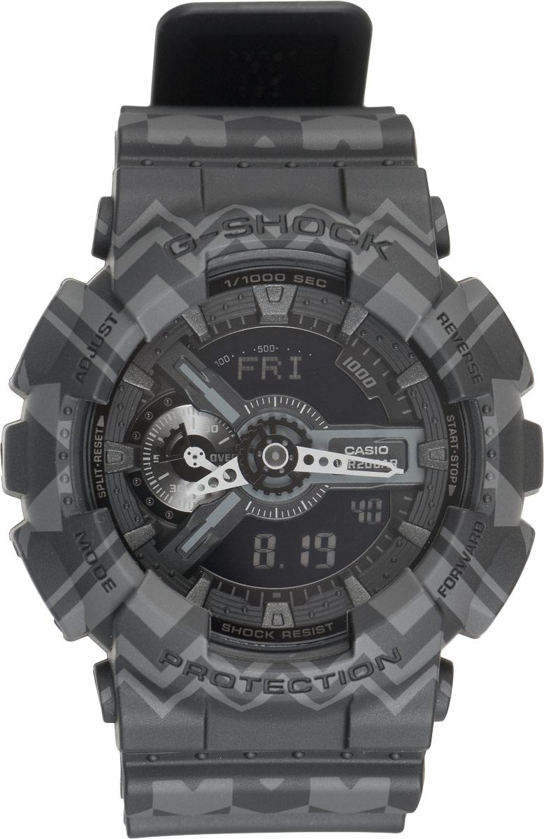 Часы наручные мужские Casio G-Shock, цвет: черный, серый. GA-110TP-1AGA-110TP-1AКрупные функциональные часы G-Shock от Casio лимитированной серии Tribal Pattern Series в ретро-стиле 70-х подчеркнут активную жизненную позицию своего обладателя. Ударопрочная конструкция защищает механизм от ударов и вибрации. Изделие защищено от магнитных полей. Корпус часов выполнен из высококачественного пластика и оснащен минеральным стеклом, устойчивым к возникновению царапин. Ремешок также выполнен из пластика, декорирован треугольным этническим узором и оснащен надежной классической застежкой с двойным шипом. Циферблат подсвечивается светодиодом, а умная и приятная функция автоподсветки освещает циферблат при повороте часов к лицу. Изделие оснащено кварцевым механизмом с двойной цифро-аналоговой индикацией при помощи многофункциональных стрелок и на жидкокристаллическом дисплее и имеет степень водозащиты равную 200WR, что отлично подходит для погружения под воду с аквалангом. Среди удобных функций также имеется секундомер с точностью...