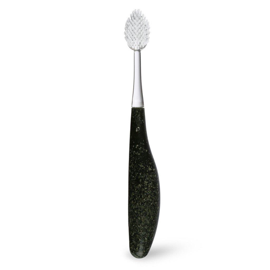 Radius, Зубная щетка для взрослых Source/ Toothbrush Source/ чернаяSatin Hair 7 BR730MNорганические зубные щетки для левой и правой руки. Мягкая, широкая головка с веерной щетиной помогает улучшить здоровье десен, массируя десны во время чистки. Эргономичная ручка обеспечивает спокойную хватку, что снижает давление на зубы, помогает защитить десны, уменьшает кровоточивость десен и эрозии эмали.Широкий спектр – чистка зубов и массаж десен одновременно.